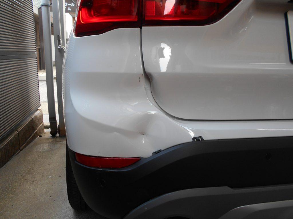 BMW・X1、板金塗装修理前2