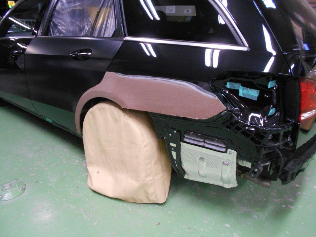ベンツ板金塗装、パテつけ、佐藤自動車