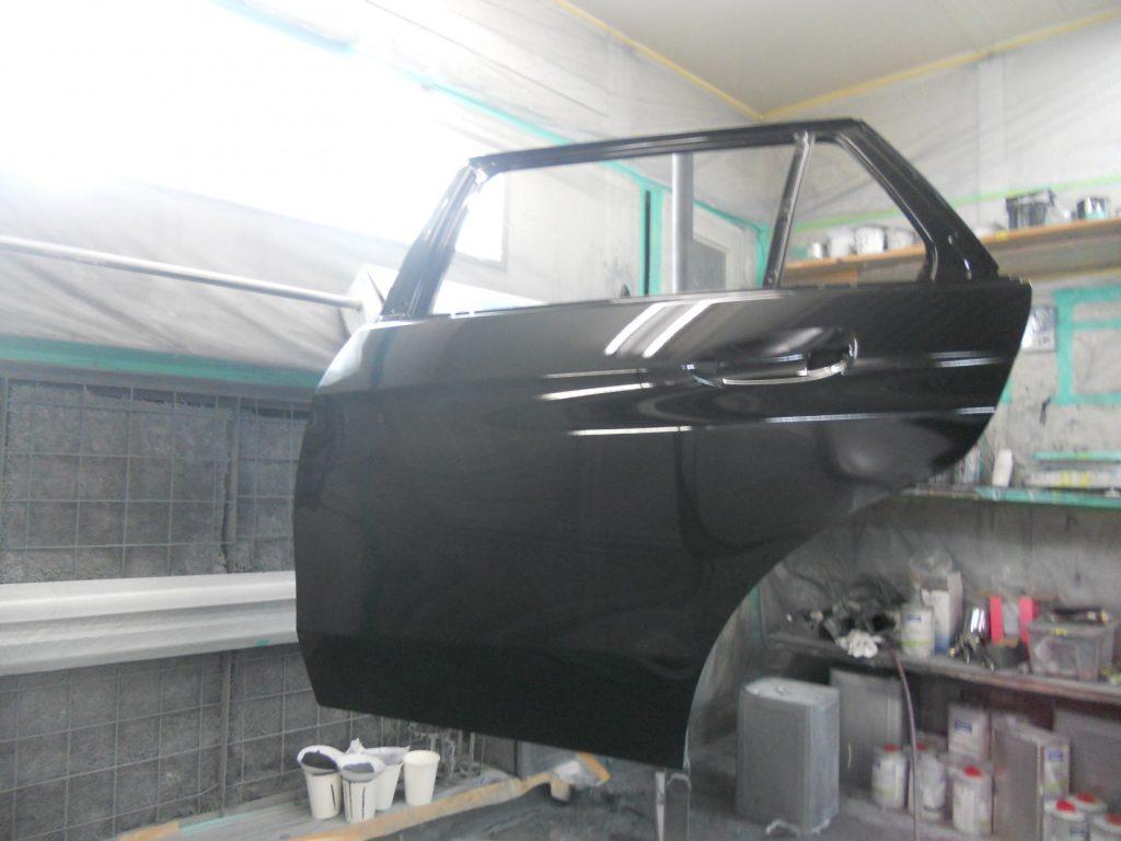 ベンツ板金塗装、ドア新品塗装画像、佐藤自動車