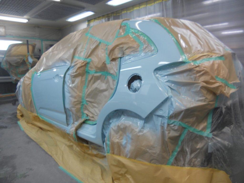 シトロエン板金塗装、リヤフェンダー塗装