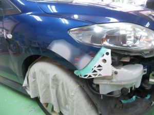 プレマシーフェンダー修理