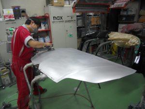 シトロエン・ボンネット塗装劣化剥がれ、研磨処理