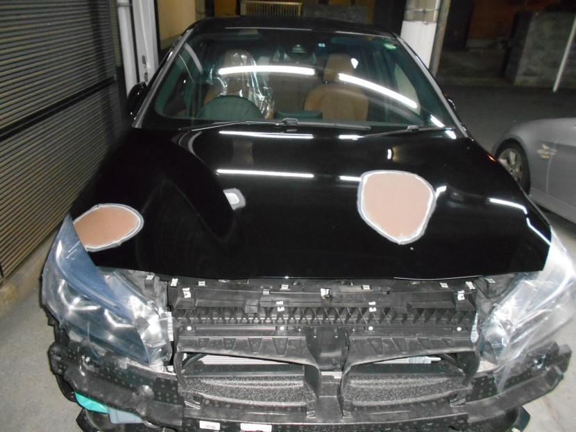 BMWボンネットパテ形成