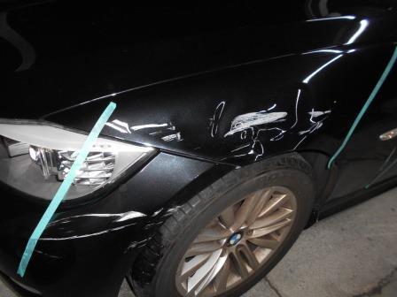 BMW、擦り、フロントフェンダー損傷状態