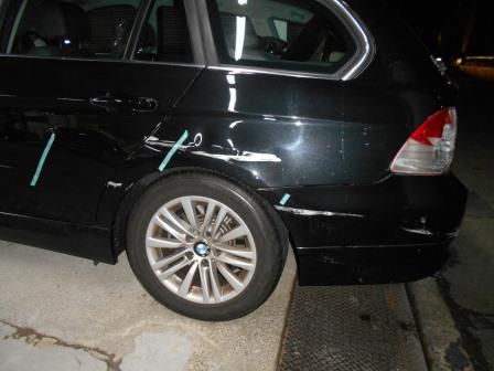 BMW、擦った、リヤフェンダー