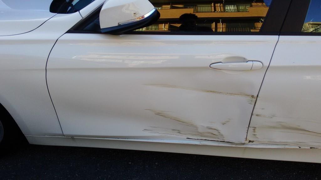 BMWドア損傷