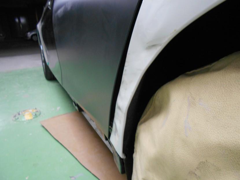 BMWフェンダー凹み状態