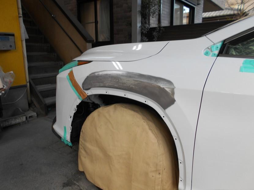 車のフェンダー板金塗装/高級車ほど交換ではなく修理が良い理由