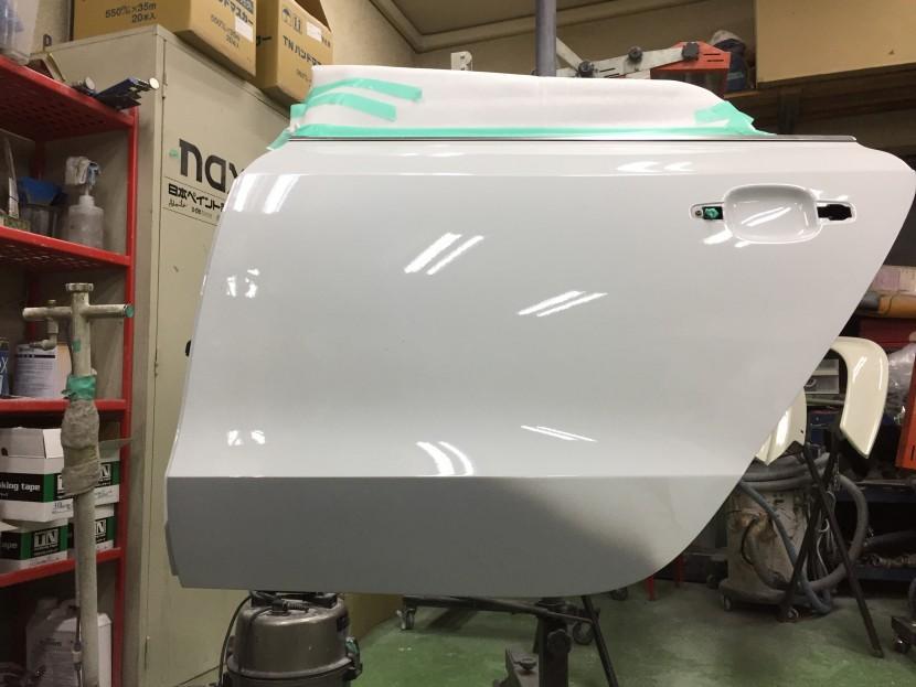 アウディA5板金塗装、リヤドア下地処理