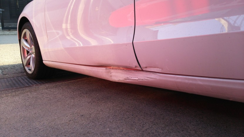 アウディA5板金塗装、損傷状態