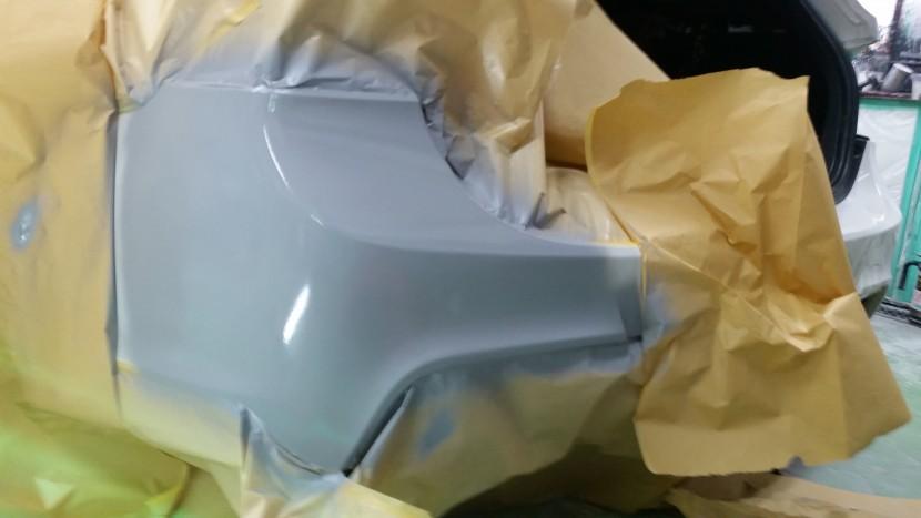 BMWバンパー凹み修理、サフェーサー処理