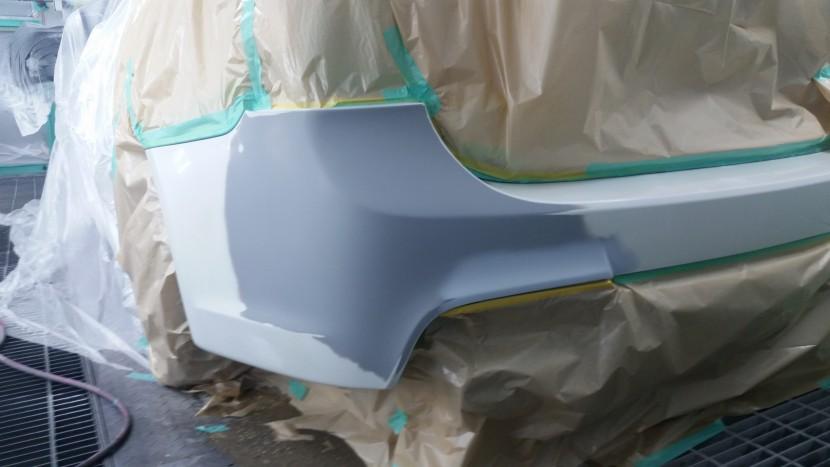 BMWバンパー凹み修理、塗装