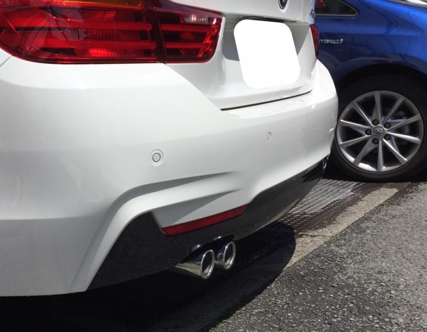 BMWバンパー切れ・穴・凹み修理完成