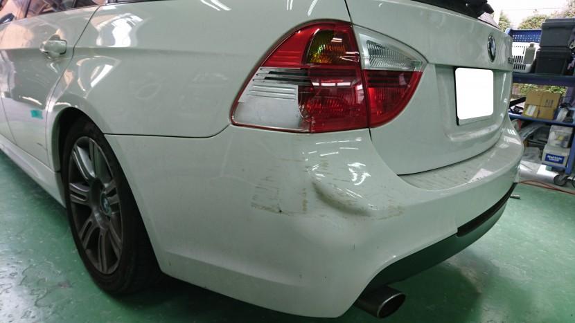 BMWバンパー凹み修理前