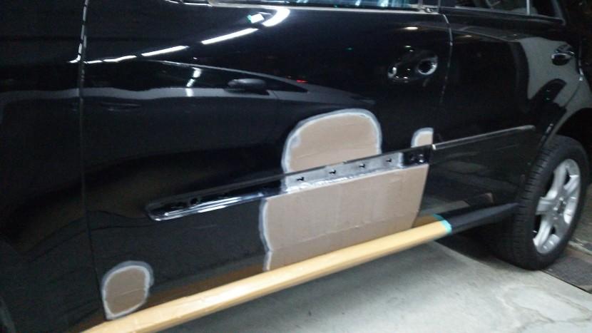 ベンツML、ドア板金修理後のパテ調整