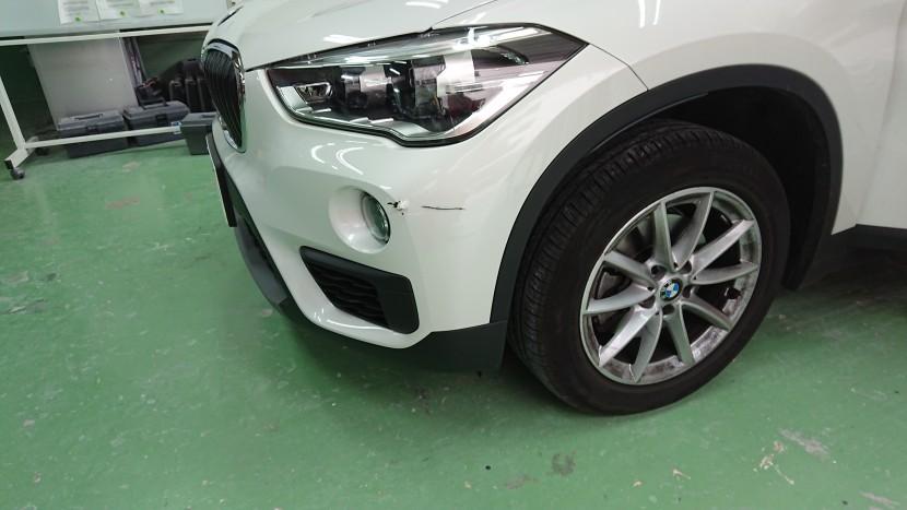 BMW・X1バンパー切れ損傷状態