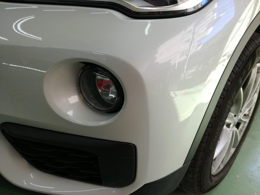 BMW・X1バンパー切れ穴埋め完成⑵