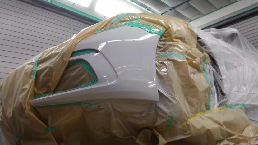 ポルシェボクスター・フロントバンパーを塗装