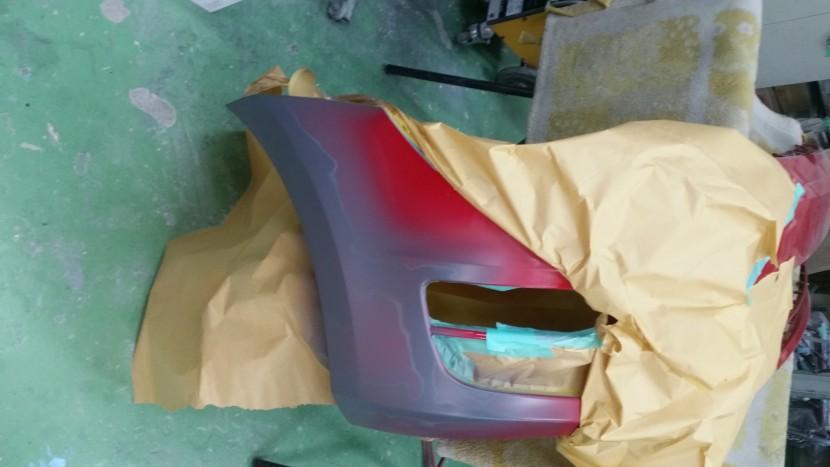 ワーゲンゴルフ・フロントバンパーフェンダーを塗装