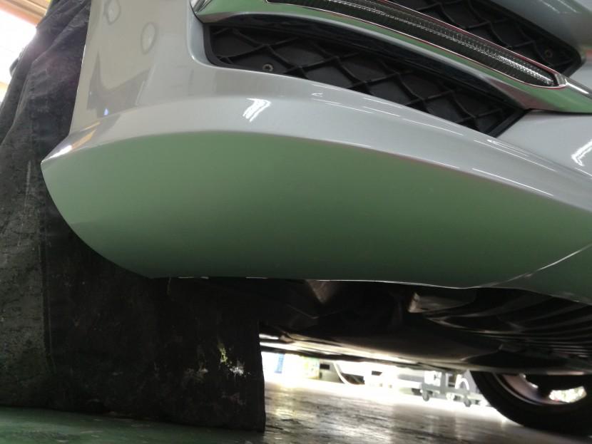 ベンツC180・フロントバンパー切れ修理完成