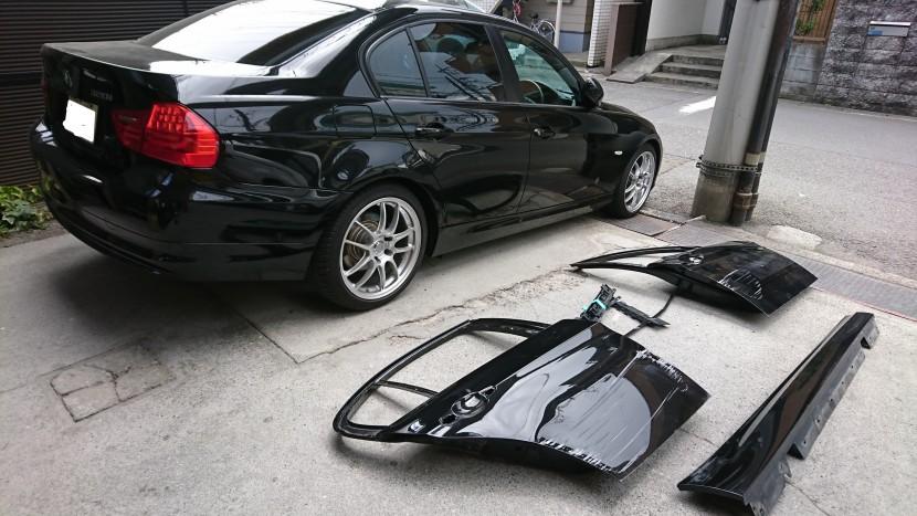 BMWの右側面の凹みとキズを保険で修理完成