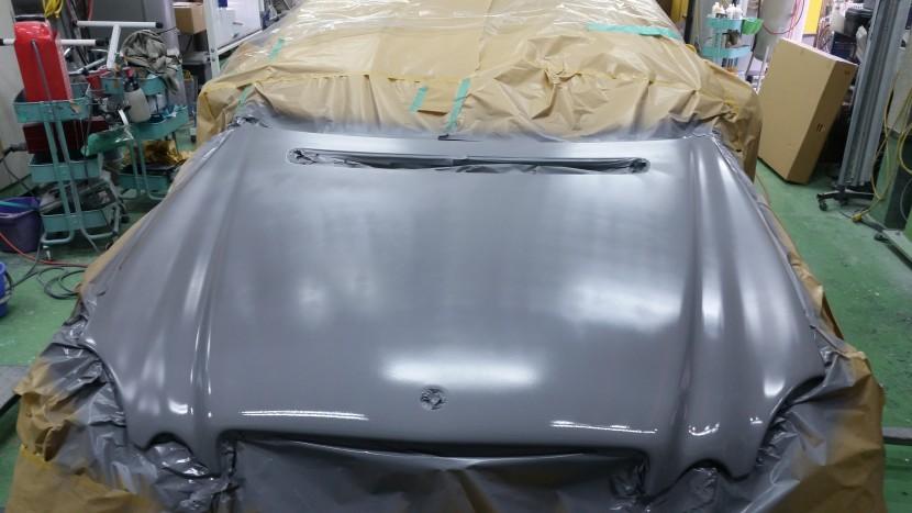 クリア層を削り落とした後、塗装したときに塗料のノリが良くなるように、下地処理剤を塗装しました。