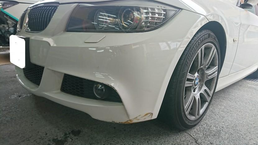 BMWの3シリーズ フロントバンパーのキズの状態