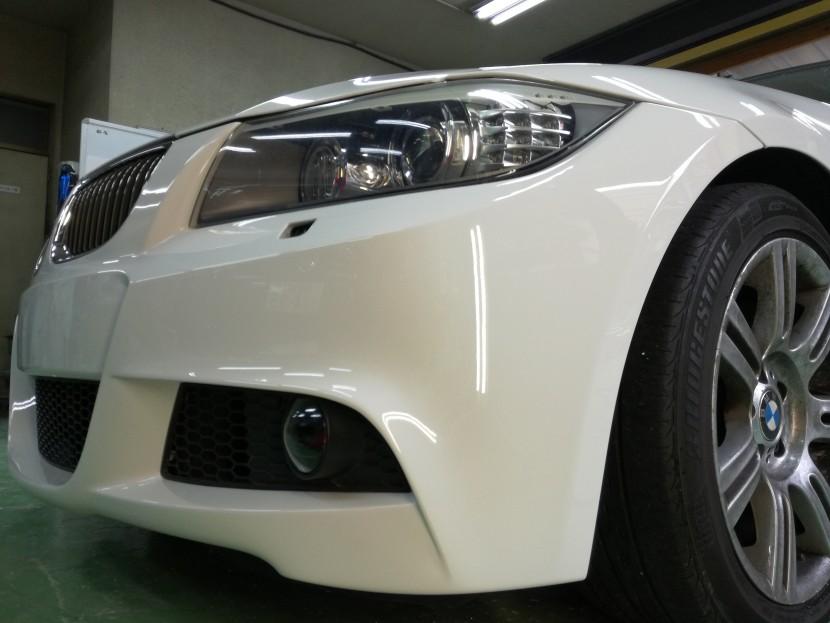 BMWの3シリーズ フロントバンパーのキズと塗装剥がれ修理完成