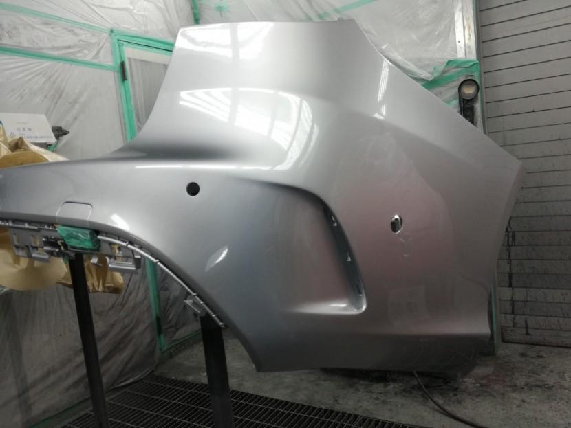 ベンツCクラスのリアバンパーを塗装完了!