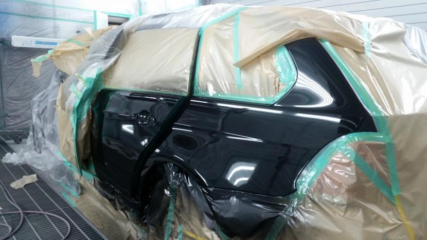 BMWの3シリーズ黒 リアドア・フェンダーの塗装スタート
