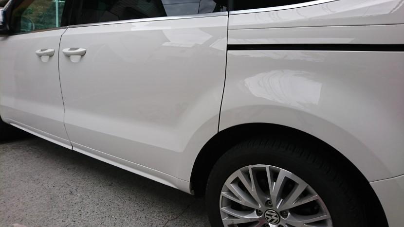 フォルクスワーゲン・シャランのリアスライドドアとリアフェンダーに大きな凹みが!事故車にせず新車のように修理するポイントとは
