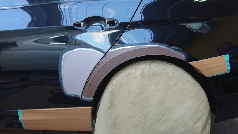 BMWの3シリーズ黒 リアドア・フェンダーを整形