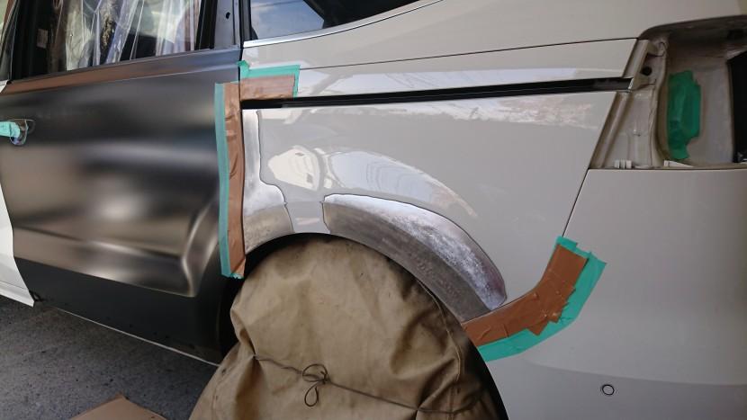 リアドアとリアフェンダーの修理には「アーチライン」が重要