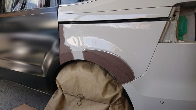 ワーゲン・シャランのリアスライドドアとフェンダーの凹みを整形