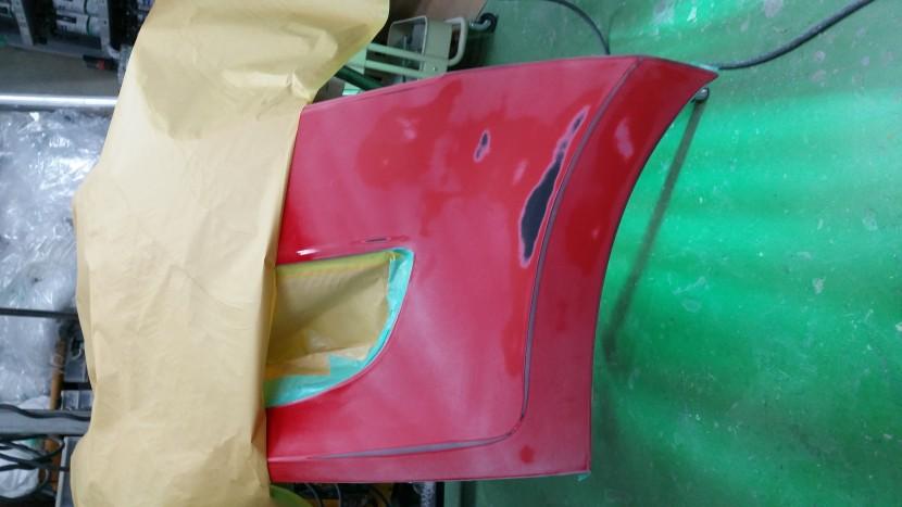 ワーゲンポロ・左フロントバンパーを削って修理