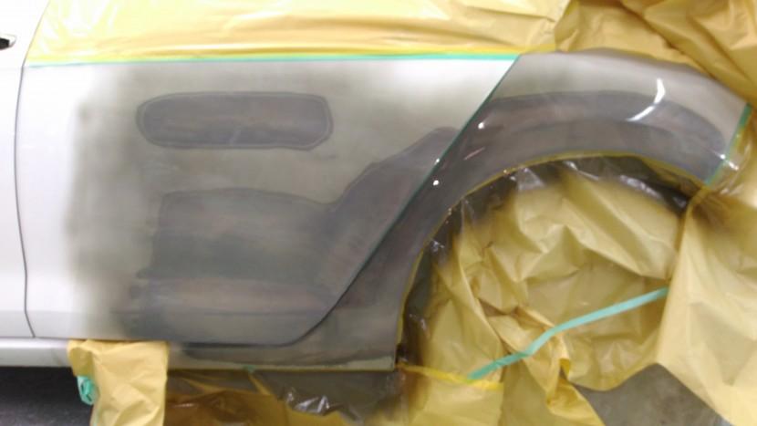 ワーゲンゴルフのリアドアとフェンダーの塗装準備