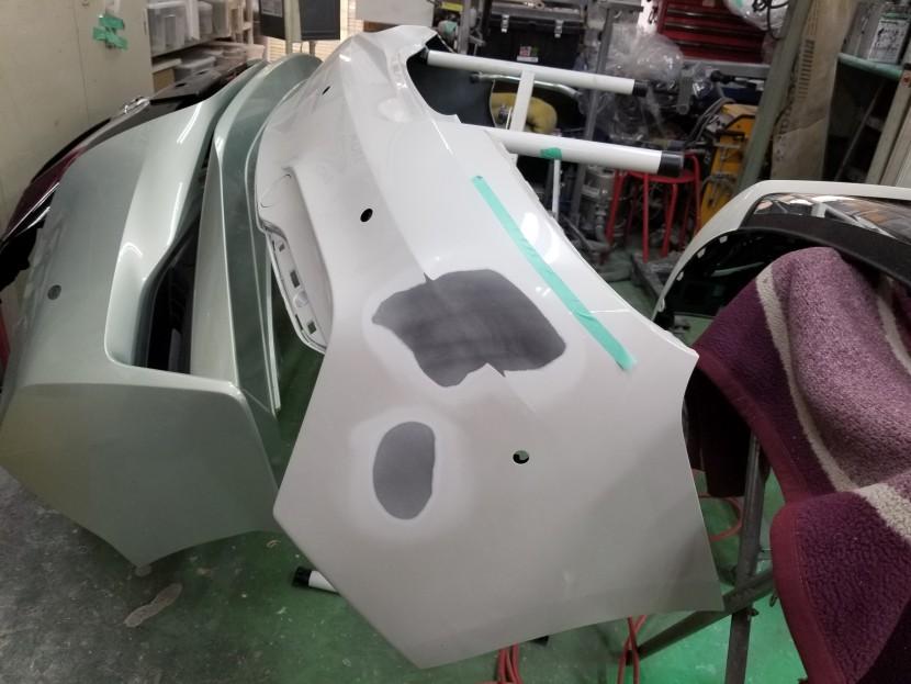 BMW2シリーズのリアバンパーを取り外して整形
