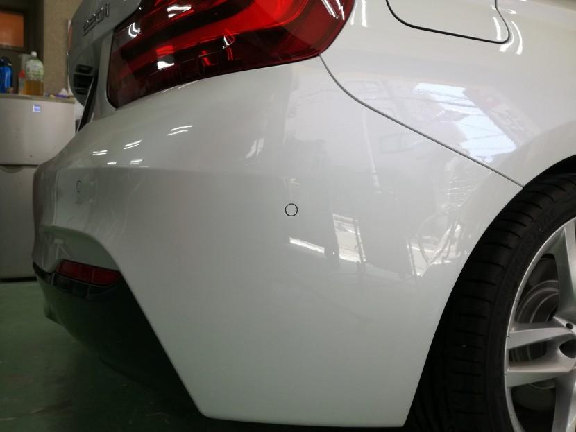 BMW2シリーズのリアバンパーキズ凹み修理が完成!