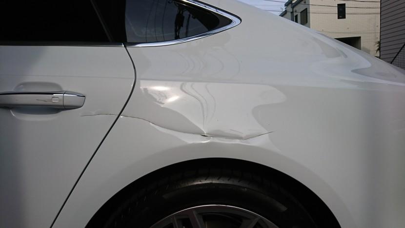 自動車の鉄板パネルが切れて凹んでも交換せずに修理できる!格安の理由