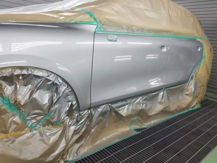 ポルシェカイエンの左フロントフェンダーとドアを塗装