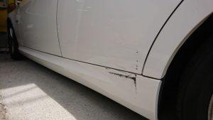 スポイラーの凹み修理/隙間と高さの調整が重要!【BMW】