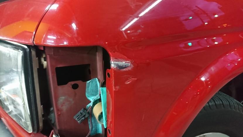 ランドローバー左フェンダーパネルを板金&ボンドで修理