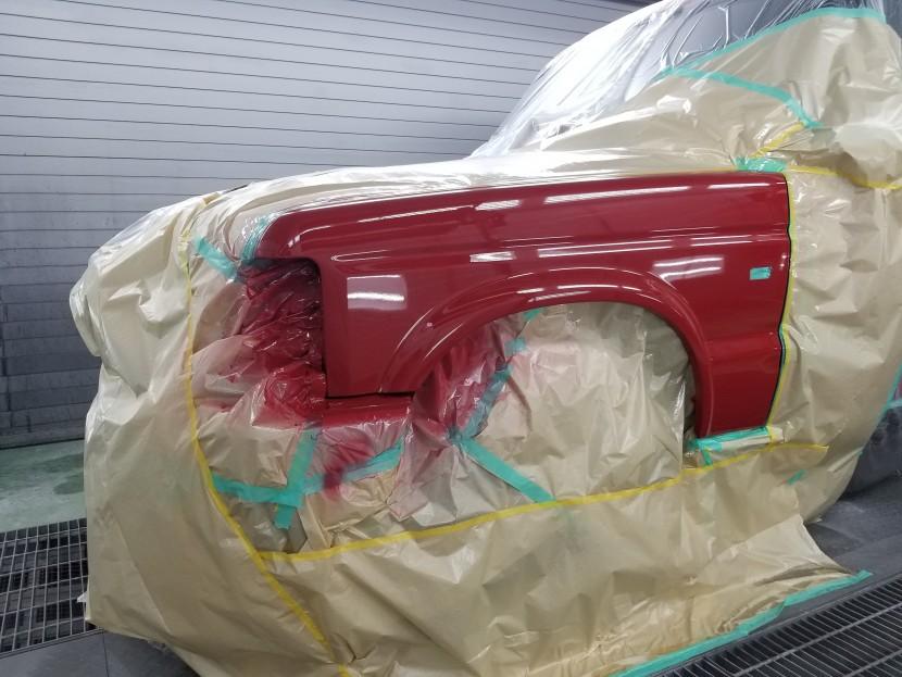 ランドローバー左フェンダーパネルの塗装完了