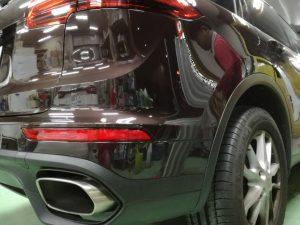 ポルシェ カイエン/バンパーの傷凹み修理の費用とプロの技術