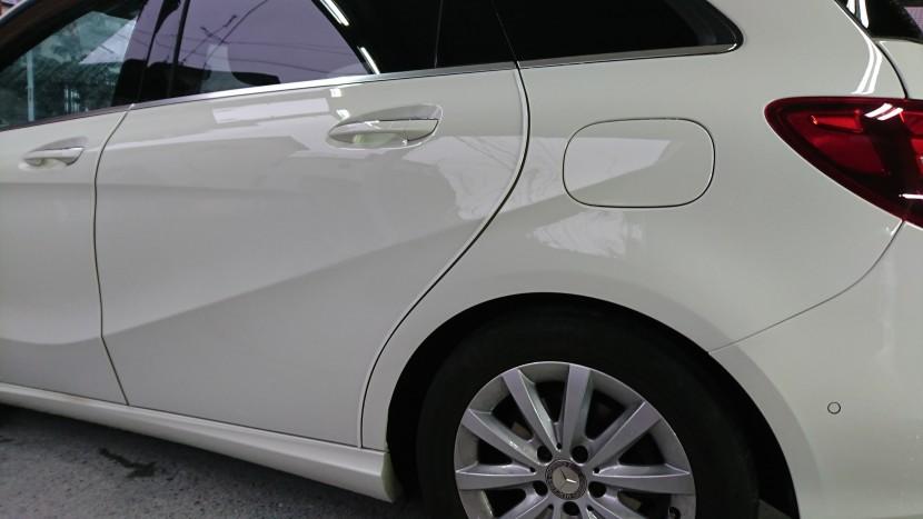 ベンツBクラス/傷凹みの板金塗装ディーラーの半額以下でも完璧修理