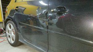 フォルクスワーゲン板金塗装【お客様の思いを実現】ドアのへこみ板金修理