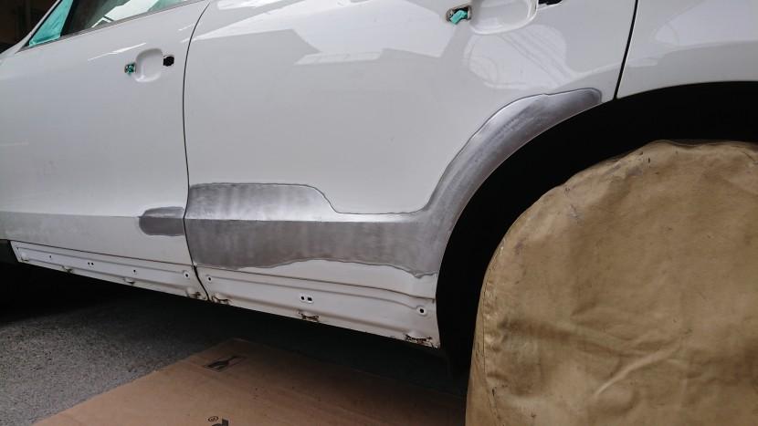 アウディQ5の板金塗装【大きなヘコミも修理で半額!】その事例