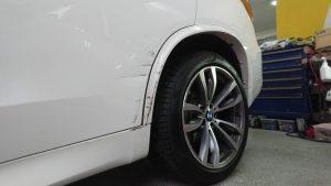 BMWキズ修理工場/X5のドア板金とスポイラー修理事例【半額以下】