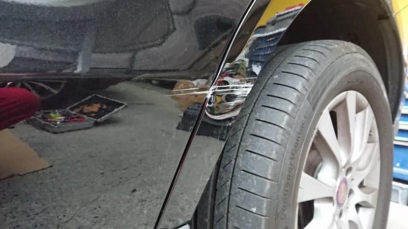 ベンツGLE /ドアとフェンダー板金修理。修理専門工場の技術と金額。