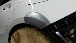 ベンツA180傷とヘコミ修理を画像で紹介!【バンパー・フェンダー】